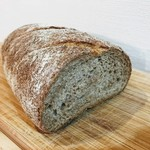 パン アトリエ クレッセント  - 世田谷パン祭りにて おなばけコンプレ 癖のないザ・全粒粉なパンのお味でチーズやママレードがよくあうパンでした。