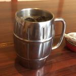 サクラ屋珈琲店 - 大きな樽型マグカップ。通常サイズの2倍はありそう。