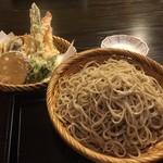 妙庵 - 天ぷらそばの大盛りです。