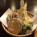 妙庵 - 天ぷらは海老が2尾と野菜天です。