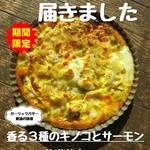 トライシクルカフェ - 香る3種のキノコとサーモンのガーリックバター醤油風味のキッシュ