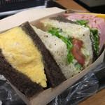 スターバックスコーヒー  - サンドイッチは若干高い(笑)