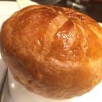 ボナ・フェスタ - ランチスープ:パイ生地でふたをして焼いたホタテとキノコのクリームスープ