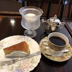 珈琲店みまつ - 今月のグルメコーヒーとチーズケーキで1,100円