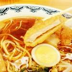グリルみゆき - カリカリの衣と醤油ラーメンのスープが見事にマッチ!