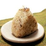 濱や - 【アンチョビおにぎり】アンチョビのほどよい塩加減の濱や特製おにぎり 150円(1個)