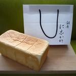 94500717 - 食パンと紙袋
