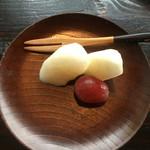 魚山亭 - ちょっとしたデザート。今日はナシとぶどう。