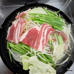 千本松牧場 - まず野菜を敷いて、その上に肉