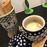 Cafe BAR MOKUBA - [冬季限定スープセット]クラムチャウダーとガーリックトーストセット