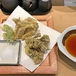 三代目 まる天 - さくらシメジと舞茸の天ぷら