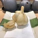 三代目 まる天 - 青森 ニンニクの丸揚げ