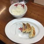 なんつッ亭 - セットの餃子とライス
