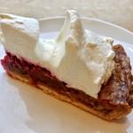かにわしファクトリー  - くるみのタルト@土台にくるみとバターのアパレイユを焼き込み、木苺ジャム、甘みの少ない生クリーム。デリスのくるみタルトに似た構成