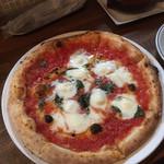 pizza world & m - ロマーナ(モッツァレラ、バジル、アンチョビ)
