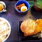 お食事処てつや - 日替り定食(メンチカツ&ササミ紫蘇はさみカツ)