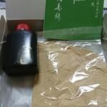 石鍋商店 - 料理写真:パカッと開けると たっぷりの黒蜜ときな粉