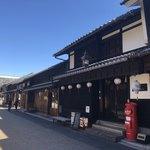 川原町屋 - 100年以上前の和紙問屋をリノベーションしていて、店先の赤いポストが目印です。
