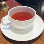 川原町屋 - 紅茶はポットサービスでたっぷり
