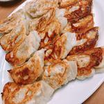 香蘭亭 - 餃子 ¥550.-。これは3人前です。表面はカリッとして、中はジューシー✨美味♡