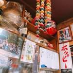 香蘭亭 - 小さなホワイトボードにはつまみが書いてあります。常連のお客さんはここから頼んでお酒を飲み、最後にラーメンとのこと♪(^^)