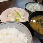 旬魚菜 しら川 - ご飯セットとカブの浅漬けと釜揚げしらす