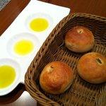 オッジ ダルマット - パンとオリーブオイル