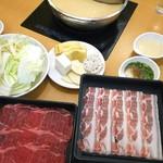 金の鍋 - 料理写真:ランチ(牛、豚食べ放題)¥1,499+税
