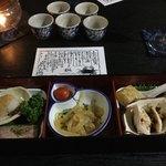 中国精進料理 凛林 - 蓋は2名の女性が同時に開封してくださる
