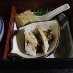 中国精進料理 凛林 - 人気定番のよだれ鶏と秋しか食べられない松茸の煮こごり