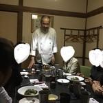 中国精進料理 凛林 - 生まれ故郷の陽澄湖の説明をさらりと説明くださる林くん美氏