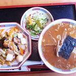 9454001 - Bセット 中華丼 + らーめん + サラダ