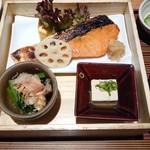 ヒトシナヤ - 鮭膳