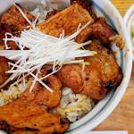 十勝豚丼 いっぴん - ライスは小盛りでも豚肉はたっぷり。