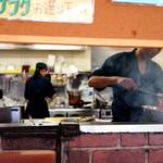 十勝豚丼 いっぴん - 豚肉は炭火で焼かれています。