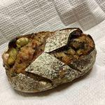 パンやきどころ RIKI - 鳴門金時と栗の黒ごまブロート ¥250+税