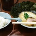 らーめん おおはし - 豚骨ラーメン+のり!!