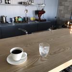 輪茶館 - ドリンク写真:カウンター席