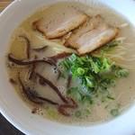 博多 豚十郎 - 料理写真:豚骨ラーメン