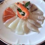 94549959 - イカ、鯛、鰤とサーモン、あとなんでしたっけ?(^_^;)