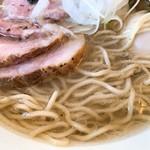 湖麺屋 リールカフェ - 特製塩ラーメンの麺