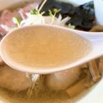 湖麺屋 リールカフェ - 特製塩ラーメンのスープ