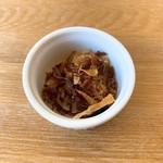 湖麺屋 リールカフェ - 特製塩ラーメンについてくるフライドオニオン