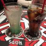 94554170 - レモネード&コーラ テーブルのアメリカンさと、コカ・コーラのグラスが雰囲気を増してくれますね↑↑ 2018/10/13