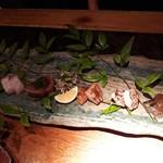 94562275 - [お刺身]                         天然鯛                         だるま鯛(生)                         すま鰹                         あら                         だるま鯛(炙り)                         北海道産秋刀魚肝ソース                         炙りにはすだちをかけたり。