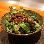 神楽坂 鉄板焼 中むら - 神戸牛の時雨煮と新鮮な野菜サラダ