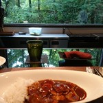 キッチン イトウ スタイル - ハヤシライスと 窓からの景色