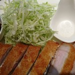 キッチン イトウ スタイル - 美味しかった豚カツ☆☆☆海藻で育てた 愛知県のあっさりヘルシー秀麗豚を 厚切りにして 粗めパン粉で さっくり揚げてます