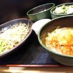 ゆで太郎 - 料理写真:朝蕎麦納豆セットにサービス券のカレーを添えて。