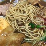 横浜大勝軒 - 細麺はこんな感じです。ブラックペッパー大好きなのですが、ホワイトペッパーをかけてみたら合いました。